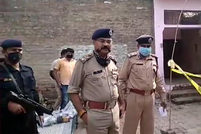 कानपुर एनकाउंटर: पुलिस ही निकली पुलिस के जान की दुश्मन कांड से 24 घंटे पहले हुई दरोगा की विकास दुबे से बात