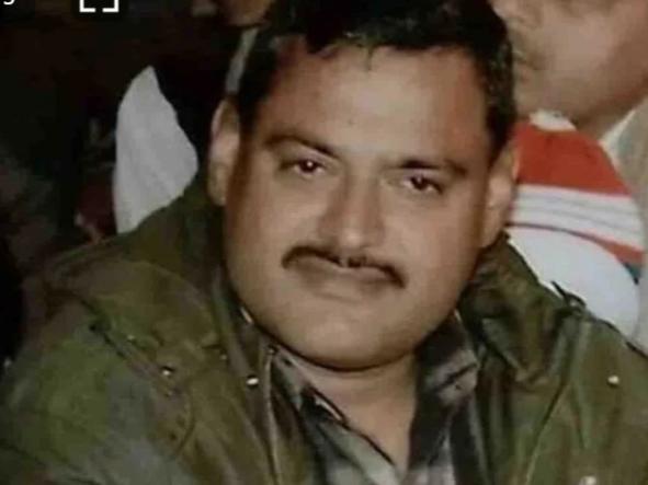 कौन है विकास दुबे जिसने थाने में घुसकर की थी राज्यमंत्री संतोष शुक्ल की हत्या, अब 8 पुलिसकर्मीयों को किया शहीद