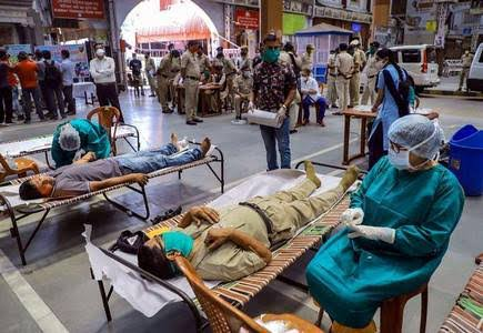 देश में तेजी से बढ़ रहा कोरोनावायरस, रेमेडिसविर की कालाबाजारी पर सख्त हुआ डीजीसीईआई