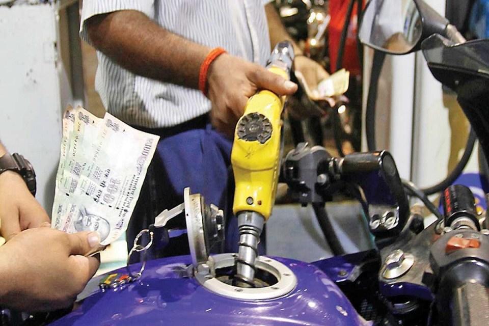 आज फिर महंगा हुआ पेट्रोल, जाने आज आपके शहर में क्या है डीजल और पेट्रोल का दाम
