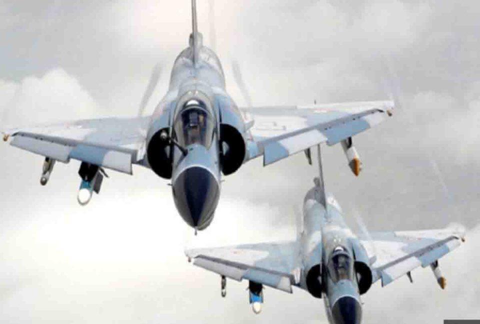 आरटीआई से हुआ बड़ा खुलासा, हर वर्ष औसतन 80 पायलट छोड़ रहे आईएएफ, जानें क्या है वजह