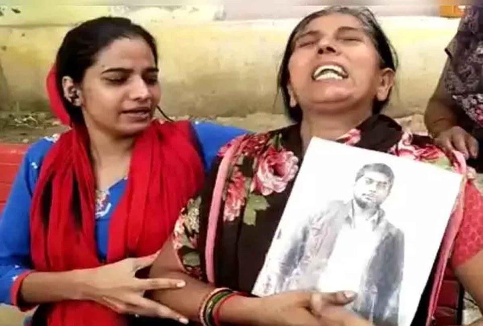 बिलखते हुए बोलीं संजीत की मां, 'ऐसी ही पुलिस के साथ होता है बिकरू कांड'