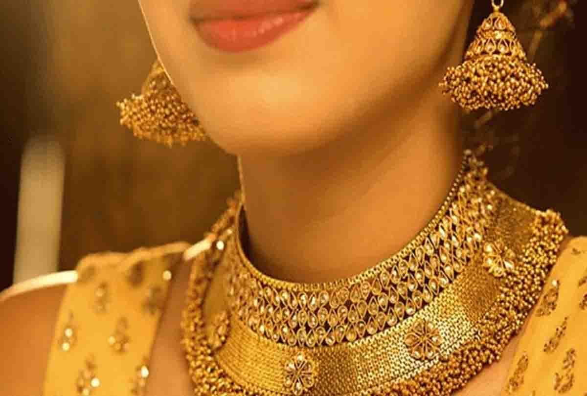 Gold Price : सोने के दाम में आज आई भारी गिरावट, चांदी की चमक फीकी, जानिए आज का दाम