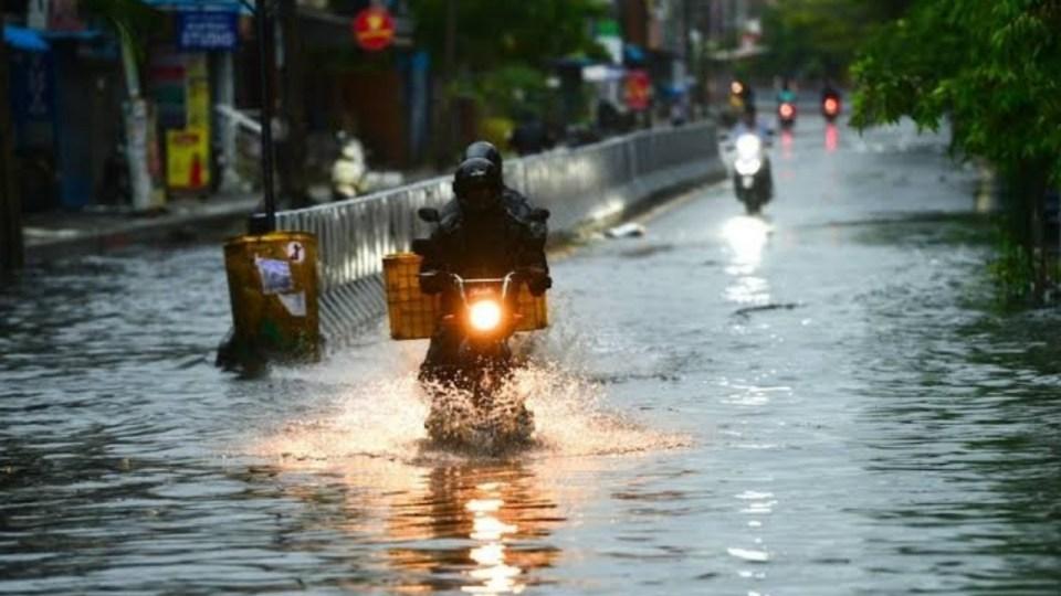 मुंबई, गोवा के साथ इन राज्यों में आज भारी बारिश, तो इन राज्यों में सताएगी गर्मी