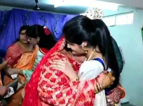 सास-ससुर ने विधवा बहू की बेटी की तरह कराई शादी, समाज में कायम की मिसाल