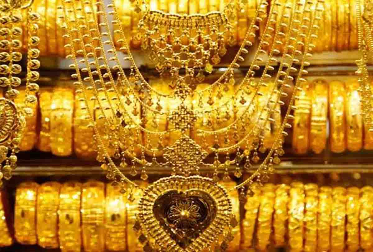 सोने चांदी के दामों में जबर्दस्त गिरावट, 1 तोला मिलेगा मात्र इतने रुपये में, चांदी भी 1200 रुपये गिरी