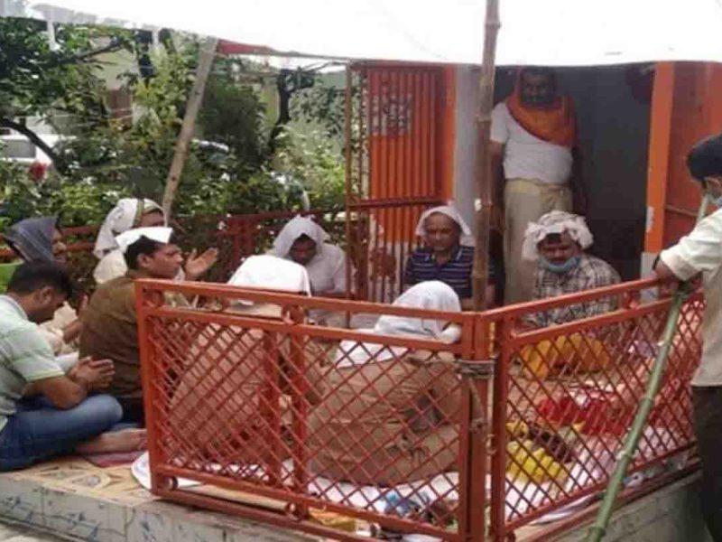 चौबेपुर थाने में विकास दुबे का भूत, पुलिस कर रही पुजा पाठ और हवन