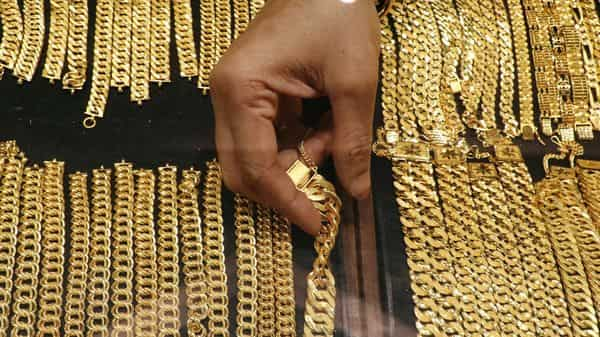 मध्य प्रदेश के गोल्ड मैन को सोना पहनने का शौक पड़ा महंगा, पुलिस ने किया ऐसा सलूक