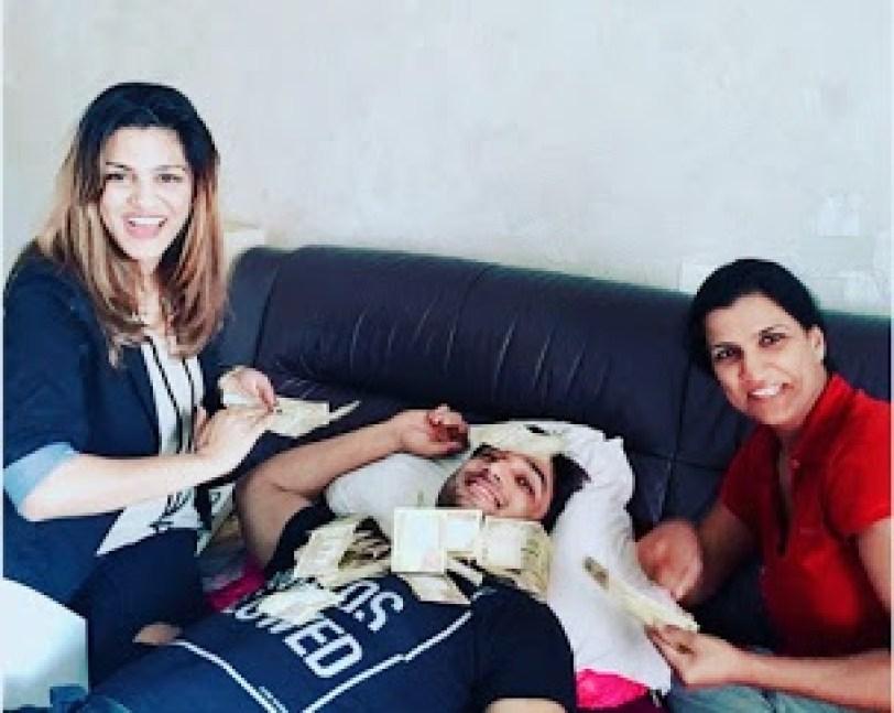महेंद्र सिंह धोनी रिलीज होने के बाद सुशांत की बहनों ने किया था कुछ ऐसा