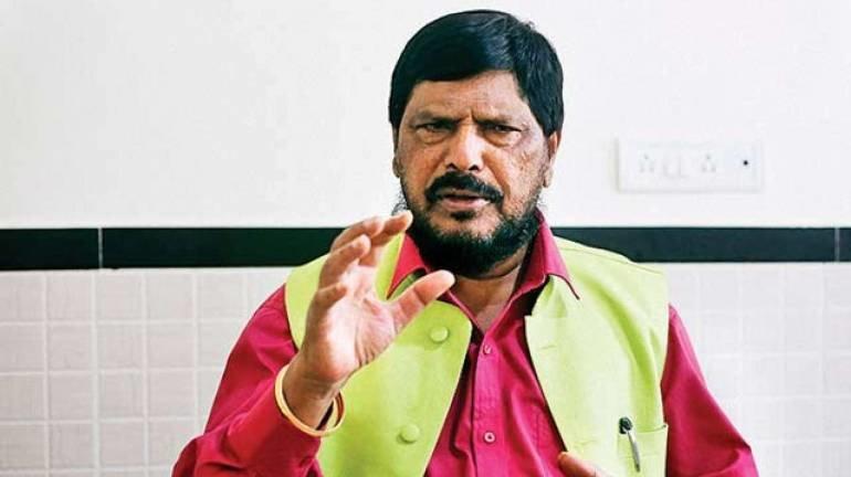 सुशांत के पक्ष में उतरा ये मंत्री कहा दीपिका, सारा और श्रद्धा को नहीं करने दूंगा कोई फिल्म
