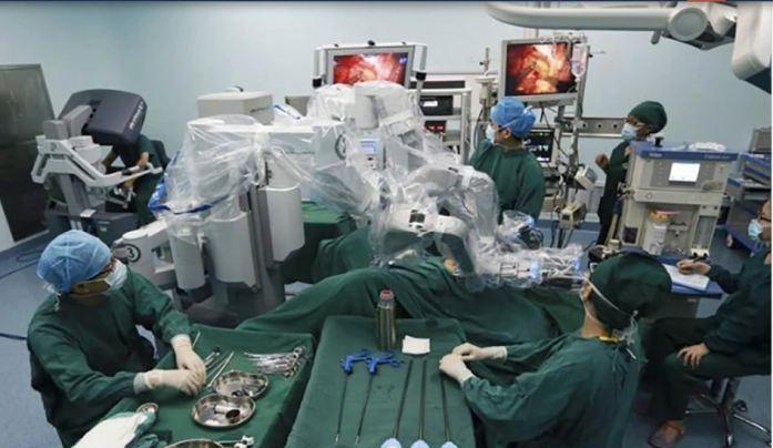पहली बार एक रोबोट ने की कैंसर की सर्जरी, डॉक्टरों की उम्मीदों से परे आया ये परिणाम