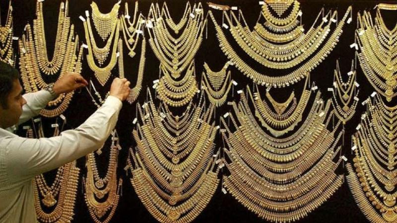 Gold Price: सोना खरीदने का यही है सही समय, इतने रूपये में मिलेगा 1 तोला