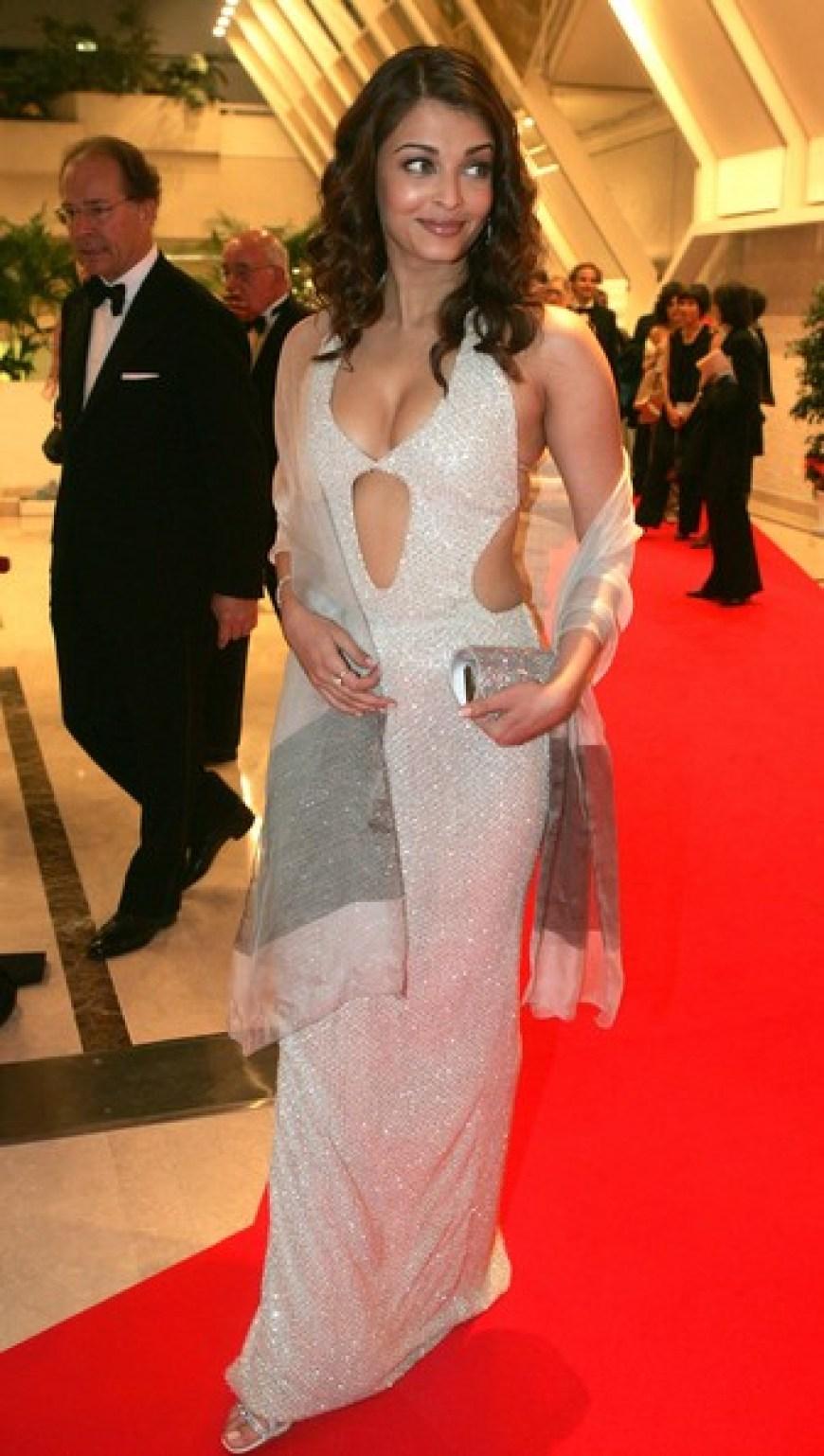 इन अभिनेत्रियों के एक्टिंग की दुनिया है दीवानी पर ड्रेस की वजह से हुई ट्रोल