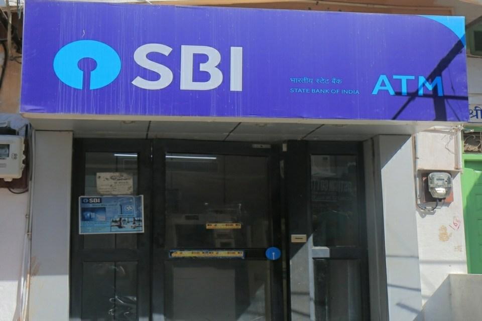 स्टेट बैंक ऑफ इंडिया में है खाता और निकालना है पैसा तो जान लीजिए ये नियम नहीं तो हो जाएगा बड़ा नुकसान