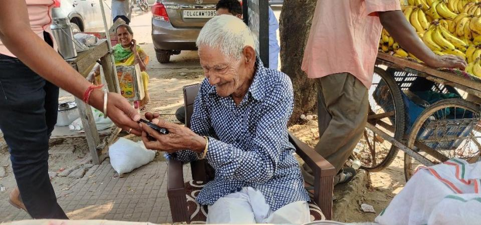 'बाबा के ढाबा' के बाद फरीदाबाद के 'छंगा बाबा' का वीडियो वायरल, लोगों ने पहुंचाए 60 हज़ार रुपये