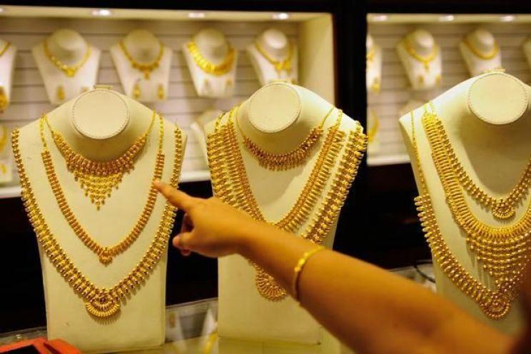 Gold Prices Today: सोने के भाव में लगातार गिरावट, जानिए 1 तोला का भाव
