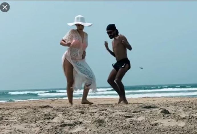 नोरा फतेही ने समुंद्र किनारे किया मदमस्त डांस, देखें वीडियो