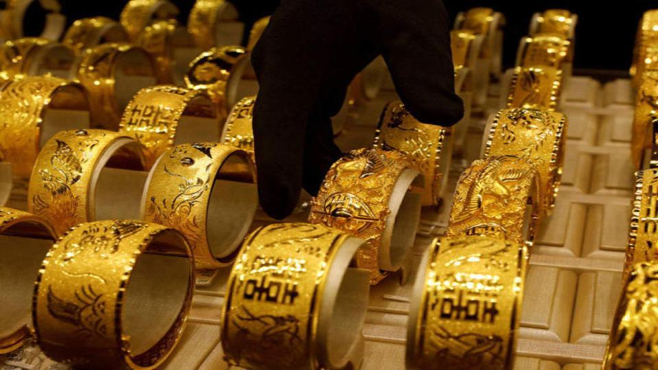 Gold Price : 5445 रूपये टूटा सोने का दाम, चांदी में भी आई गिरावट