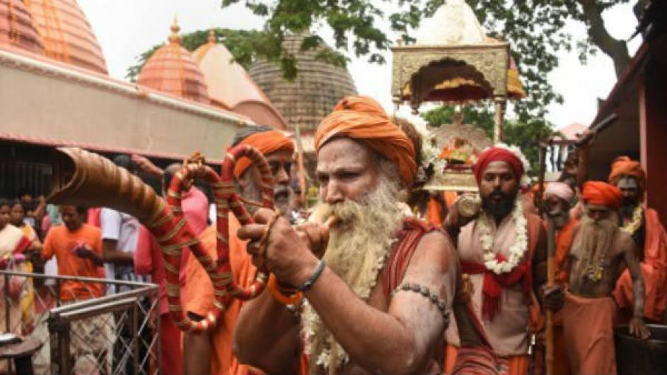 माँ कामख्या मंदिर में होते हैं कई चमत्कार, जानिए कैसे खून की तरह लाल हो जाती है ब्रह्मपुत्र नदी