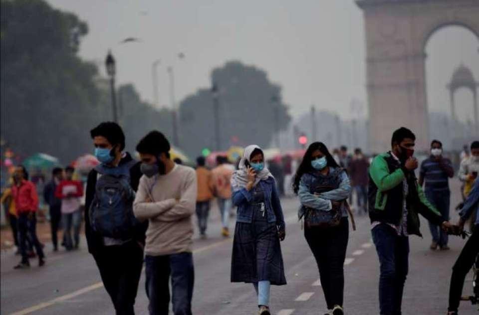 बारिश की बूंदों के साथ दिल्ली में बरसने लगा तेल, राजधानी की सड़कों पर फिसलने लगी गाड़ियां