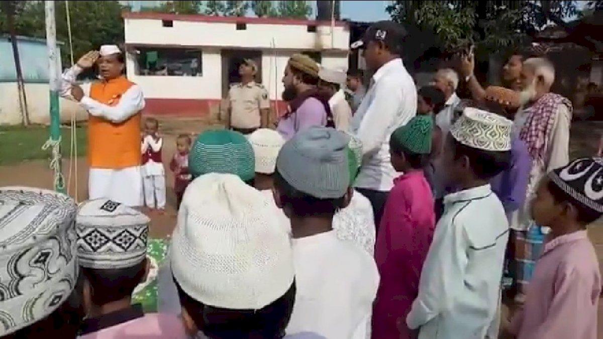 बिहार के शिक्षा मंत्री को नहीं आता राष्ट्रगान? आरजेडी ने शेयर किया मंत्री मेवालाल का वीडियो