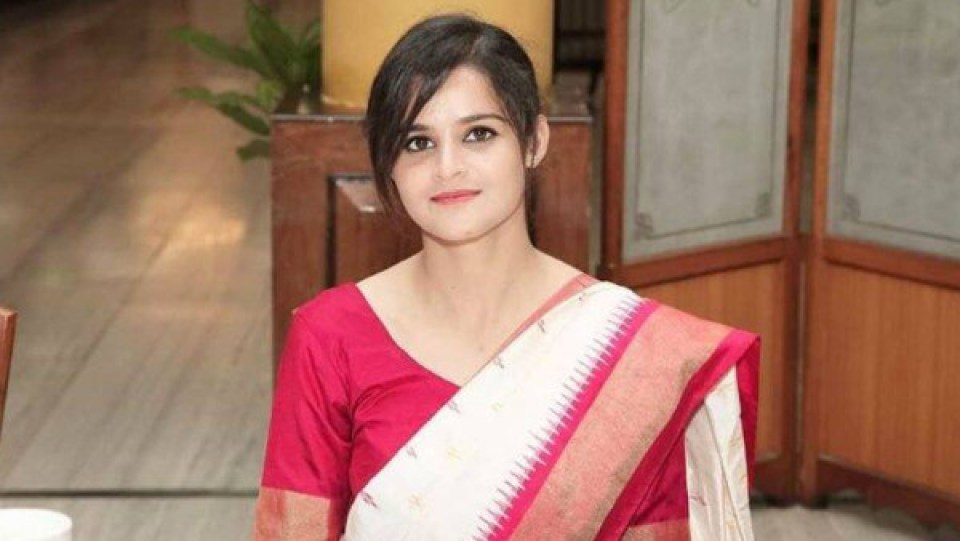 खूबसूरती में अभिनेत्रियों को भी पीछे छोड़ देती है बिहार की ये आईपीएस बेटी, देखें तस्वीरें