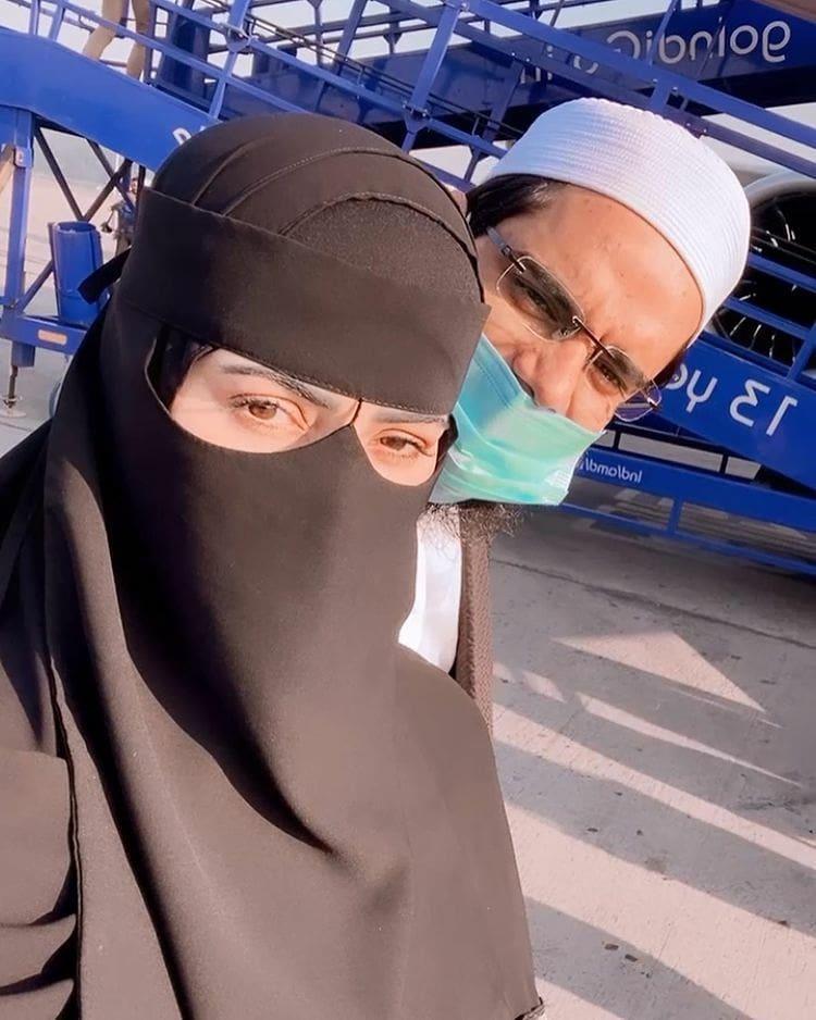 सना खान और मुफ्ती अनस की हनीमून की फोटो देख, कट्टरपंथीयों ने कहा- मुफ़्ती नहीं शैतान