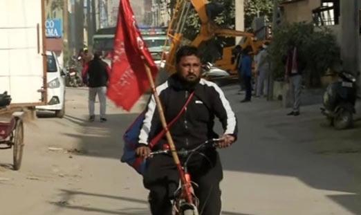 किसानों के समर्थन में इस शिक्षक ने की पंजाब से दिल्ली तक की साइकिल यात्रा