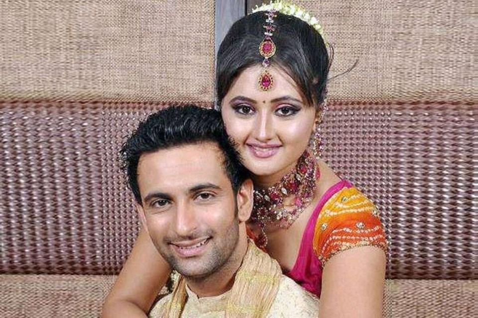 बॉलीवुड के ये सितारें पत्नी के विवाद से रहे चर्चा में, ऋतिक, नवाजुद्दीन सिद्दीकी तक नहीं बचें