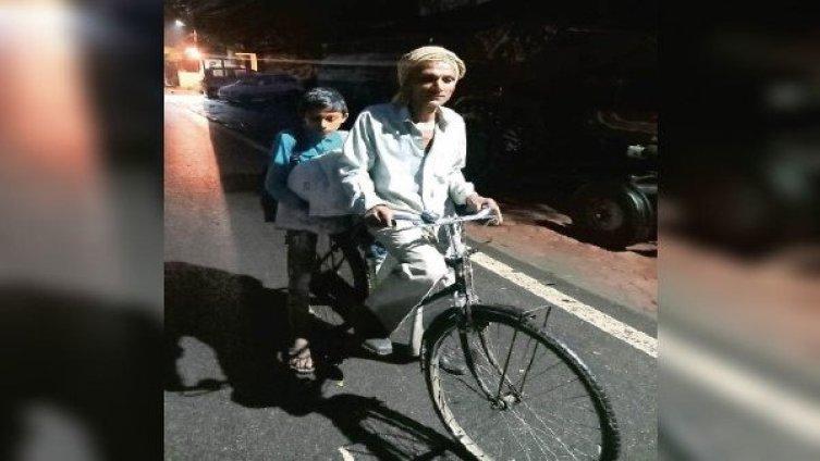 बेटा को देना था दसवी का पेपर, बाप चलाता रहा रात भर साइकिल ,भावुक हुए ये Ipsअधिकारी