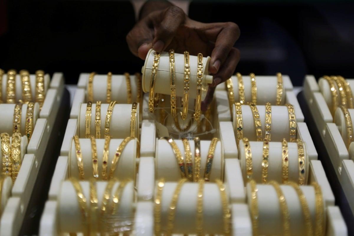 Gold Price Today 9 January 2021: 1300 रूपये सस्ता हुआ सोना, चांदी में भी भारी गिरावट, मात्र इतने में मिल रहा 1 तोला