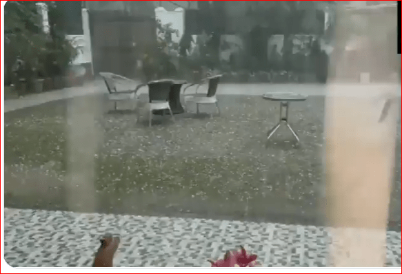 Weather Alert: दिल्ली, गुड़गांव में मौसम का प्रकोप जारी, सुबह-सुबह गिरे ओले, इन राज्यों में हो सकती है मूसलाधार बारिश