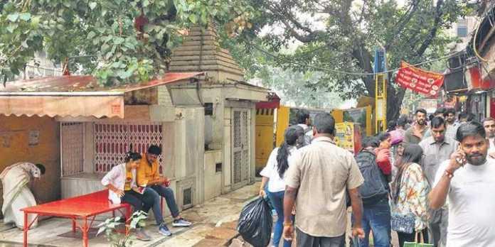 बीजेपी नेता का आरोप, रात के अँधेरे में केजरीवाल ने तुड़वाया चांदनी चौका का हनुमान मंदिर