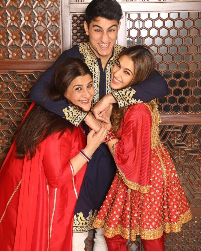 सैफ की पहली शादी में 10 साल की करीना ने कहा था &Quot;बधाई हो अंकल&Quot;, तब दिया था ऐसा रिएक्शन