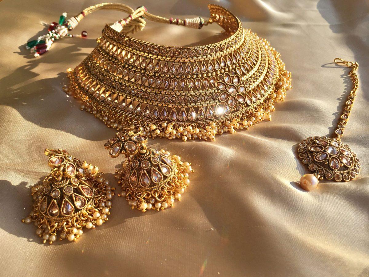 Gold Price Today : सोने के दाम में आई तेज़ी, चांदी भी 1500 रुपये महंगी ,जाने आज का भाव
