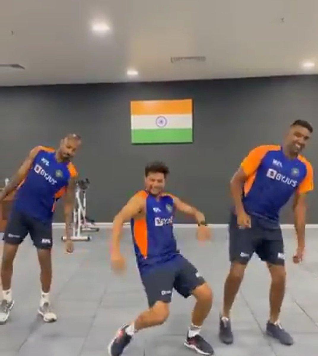 Ind Vs Eng: अश्विन, कुलदीप और हार्दिक का मोटेरा में डांस, वीडियो वायरल