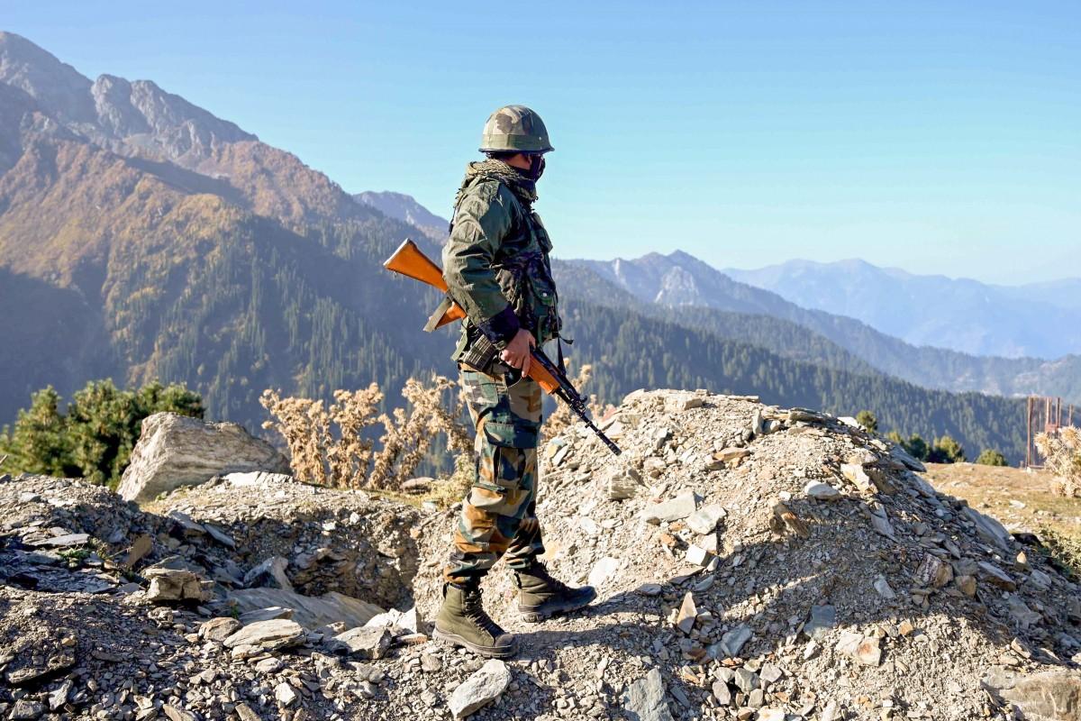 Up के महराजगंज जिले के चन्द्रबदन शर्मा कश्मीर में आतंकियों से लड़ते हुए शहीद