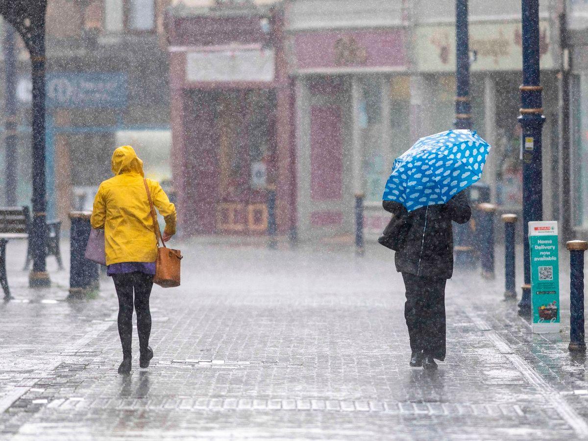 Weather Update: मौसम का बदला मिजाज कई जगह पर हुई बारिश, अगले 24 घंटे में यहाँ बरसेंगे बादल