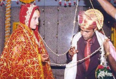 तीन बेटियों के पिता हैं राजपाल यादव, कनाडा की 9 साल छोटी लड़की से की है शादी