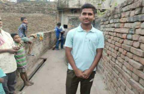 मजदूर का बेटा बना बिहार का सेकंड टॉपर, कहा अब Ias बनकर ही दम लूंगा