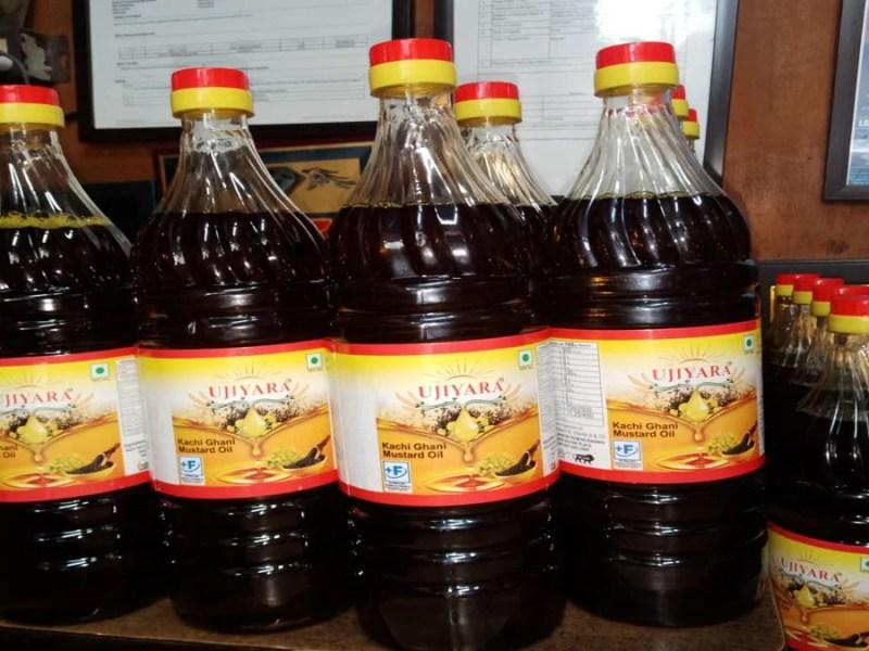 Mustard Oil Price: सरसों तेल के दाम में आई भारी गिरावट, जानिए 1 लीटर का नया दाम