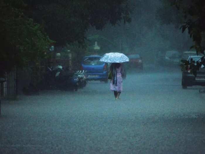 Imd Weather Report: दिल्ली -Ncr में रहेगा सूखा मगर यूपी समेत इन राज्यों में आज जमकर होगी बारिश