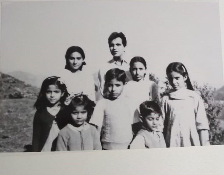 भारत से लेकर पाकिस्तान तक फैला है दिलीप कुमार का परिवार कोई एक्टर है तो कोई अजमेर शरीफ में सेवादार