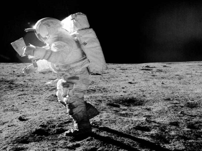 Ias Interview Questions : चांद पर सबसे पहले कौन सा खेल खेला गया था?