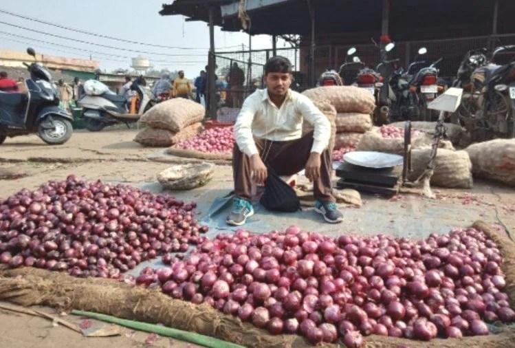Onion Price: प्याज की कीमतों में आई तेजी, जल्दी खरीदें दोगुना होने वाली है कीमत, जानिए नये भाव