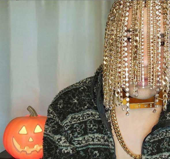 सबसे अलग दिखने के लिए मैक्सिकन रैपर ने ट्राई किया अजीब फैशन, सिर मुडवा लगवाई गोल्ड चेन