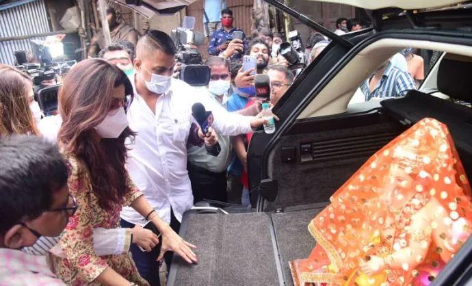 अकेले ही गणपति बप्पा को घर लाईं शिल्पा शेट्टी, पति के जेल में होने से हैं दुखी