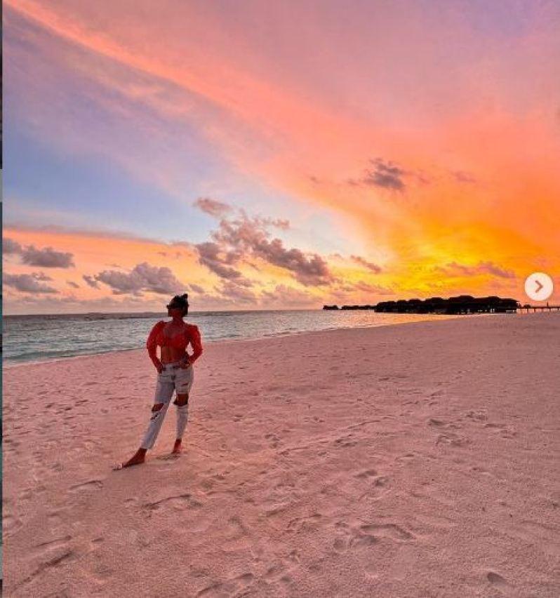 मालदीव से लौटने के बाद रुबीना दिलैक ने शेयर की बैकलेस बिकिनी में फोटोज, फैंस हुए बेकाबू
