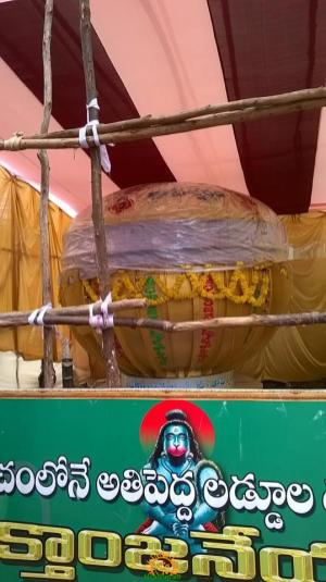 8 Tonnes Ganesh laddu in Vizag