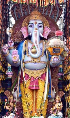 Trishaktimaya Moksha Ganapathi Khairatabad Ganesha 2015 1